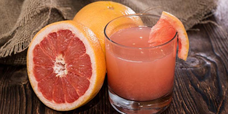 Baja de peso con un refrescante jugo de toronja