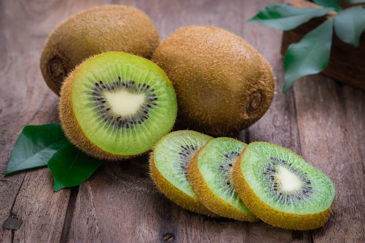 Jugo de kiwi para prevenir trombosis y derrames cerebrales