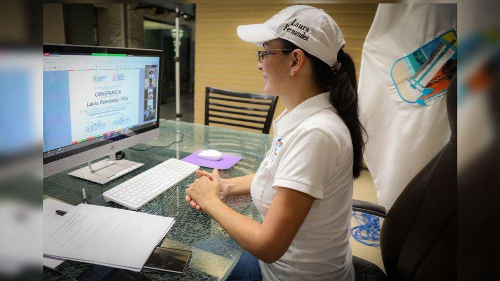 Expone Laura Fernández ante jóvenes retos de gobernar durante contingencia