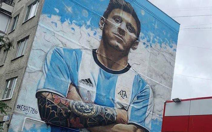 También fueron creadores del mural de Messi que dio la vuelta mundo en 2018. Foto: EFE