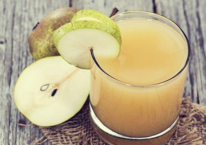 Prepara un refrescante jugo de pera para acompañar tus comidas