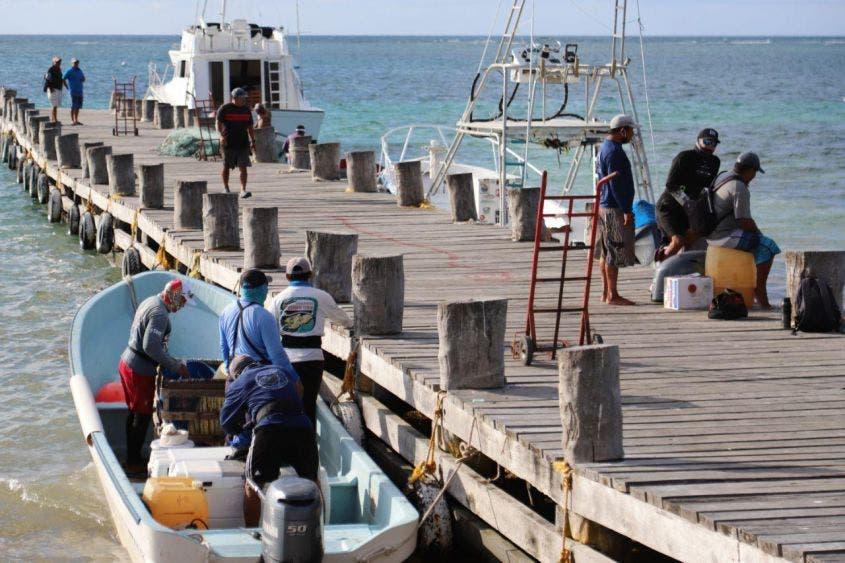 Han encontrado diversas trabas y nula atención de autoridades de la dependencia federal, para obtener permisos de salir a pescar para el autoconsumo, destaca la alcaldesa de Puerto Morelos