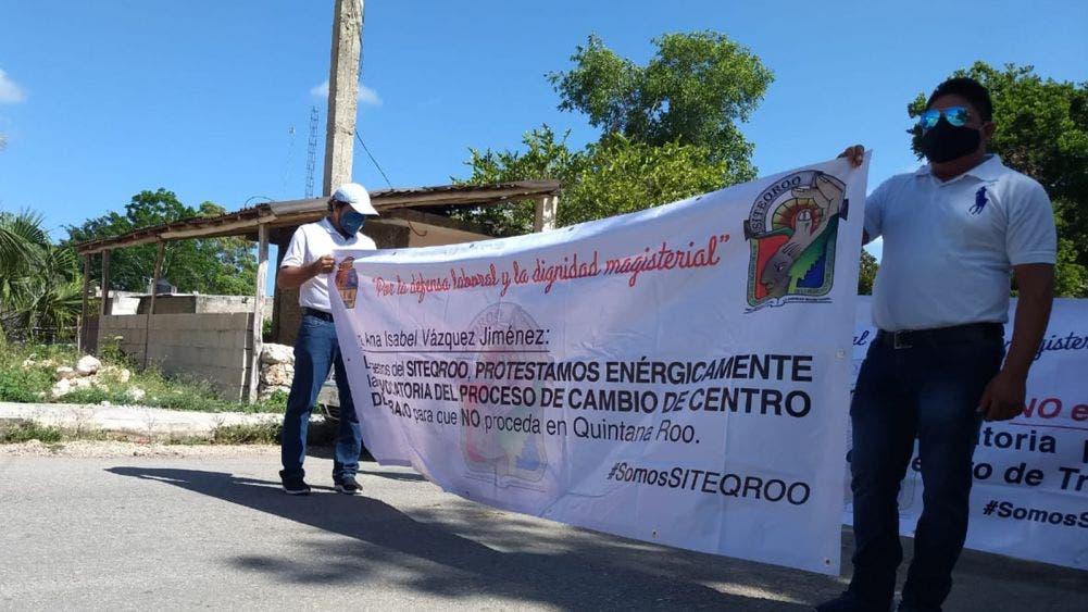 Continúa protesta de docentes por irregularidades laborales