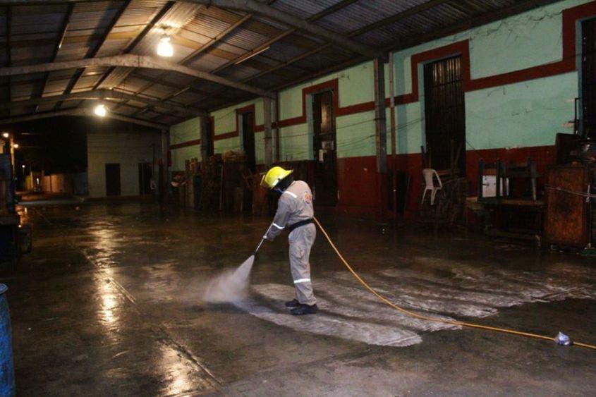 Continúan con la sanitización de espacios públicos en Umán