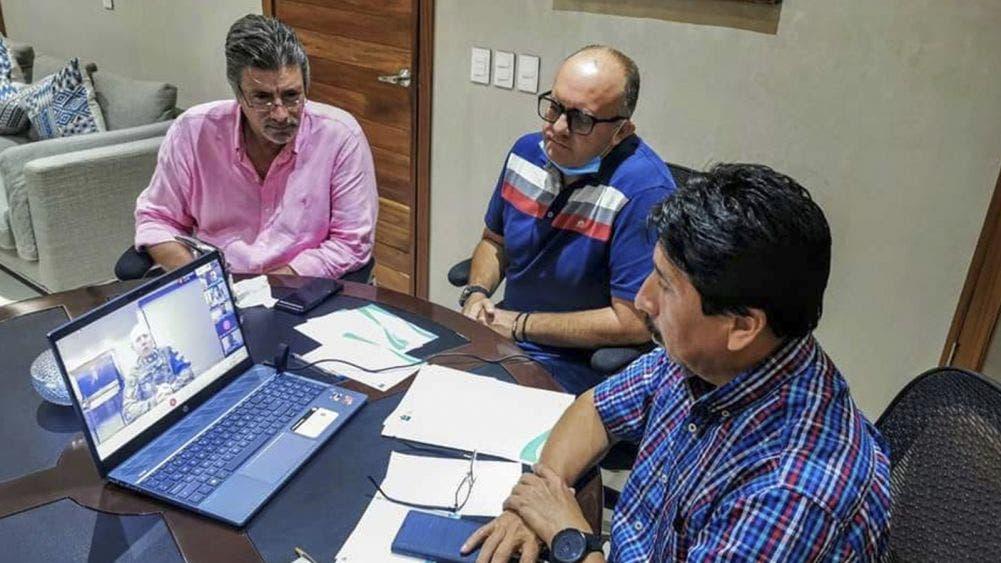 Acuerda Víctor Mas llegada de embarcaciones recolectoras de sargazo con la Secretaría de Marina