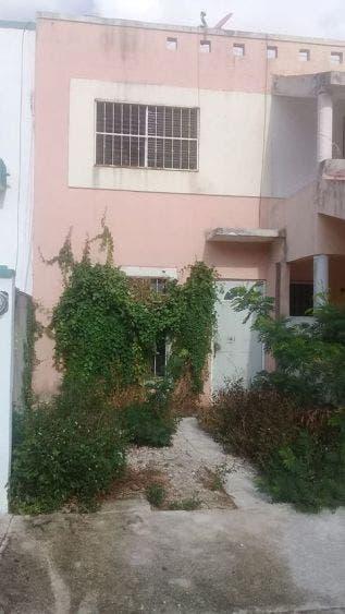 Denuncian una vivienda insalubre en fraccionamiento Andalucía de Cancún; vecinos de la calle Puerto Peñasco piden intervención de autoridades.