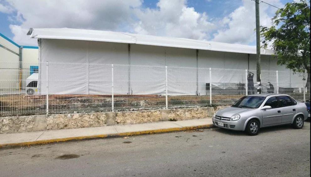 Aún sin operar carpas al exterior del Hospital General de Cancún.