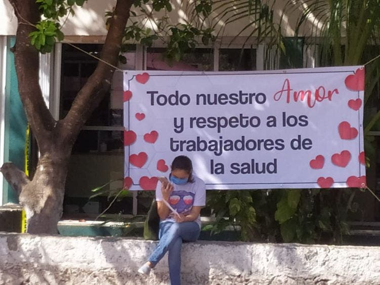 Gran gesto de vecinos con una enfermera de Cozumel.