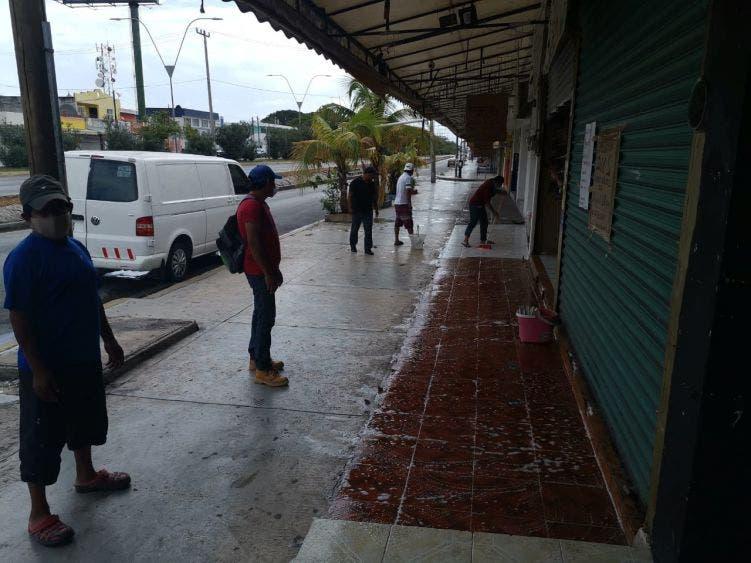 Está peligro comedor comunitario instalado en la zona de El Crucero; comerciante que tuvo que cerrar, decidió tender la mano a la gente.