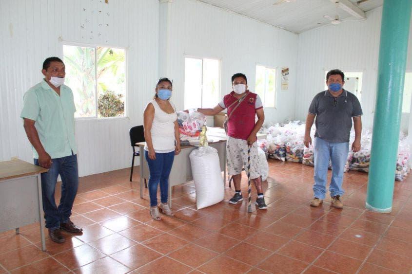 Reciben apoyo alimentario becarios de la casa comunitaria indígena 'Itsanmaj'.