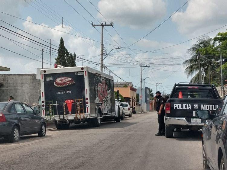 Policías Municipales de Motul impiden descarga de cerveza en un expendio