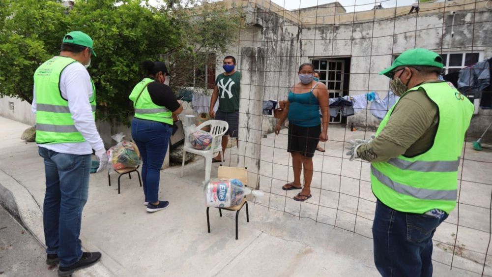 Inicia Laura Fernandez nueva entrega de despensas en Puerto Morelos