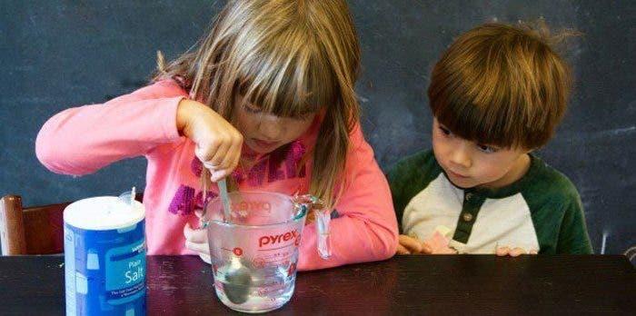 Deben padres fomentar la formación científica en la cuarentena.
