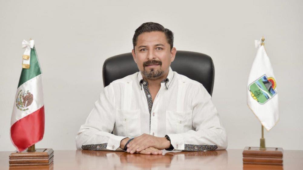 Pupilos de Marciano Dzul Caamal también recibieron autorizaciónes para contratar empréstitos