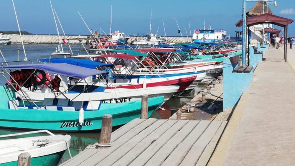 Salen a altamar pescadores de Chiquilá pese a pandemia