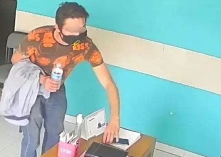 Ciudadano entra a un consultorio médico de Mérida y roba un celular