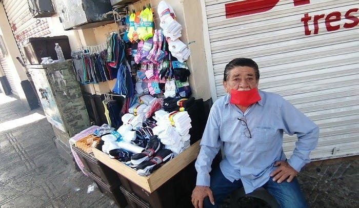 Vendedores ambulantes salen a trabajar para sobrevivir durante la pandemia