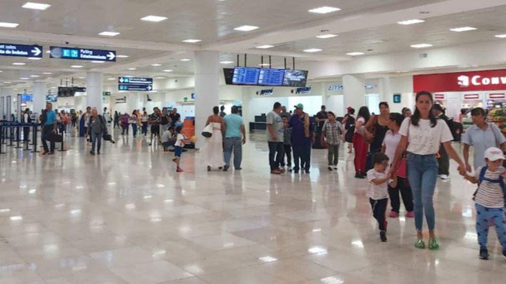 Pese a posible semáforo rojo, continúan en aumento vuelos a Cancún