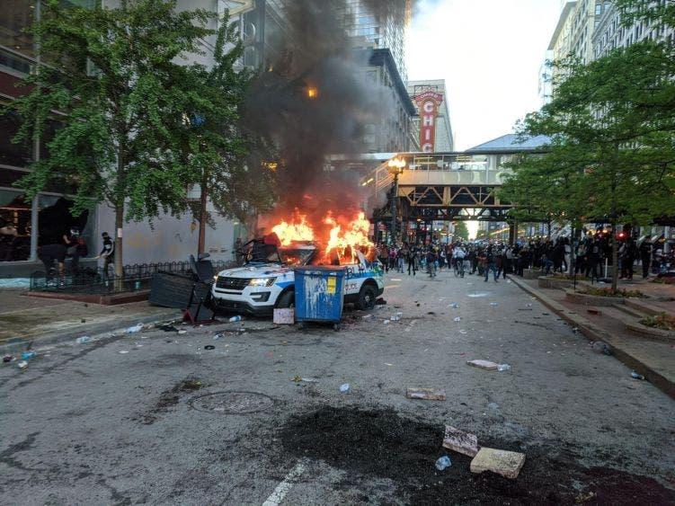 Arde Chicago y 40 ciudades en EU, por el crimen de George Floyd