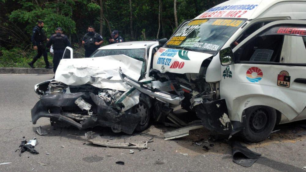 Cancún: Muere taxista en trágico choque con una van