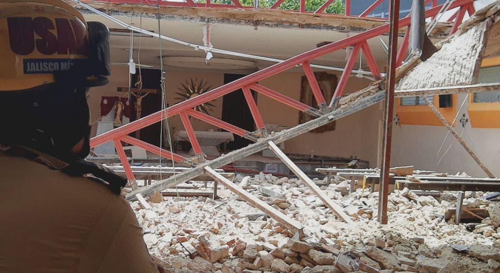 Parroquia se desploma en Zapopan y deja 14 lesionados