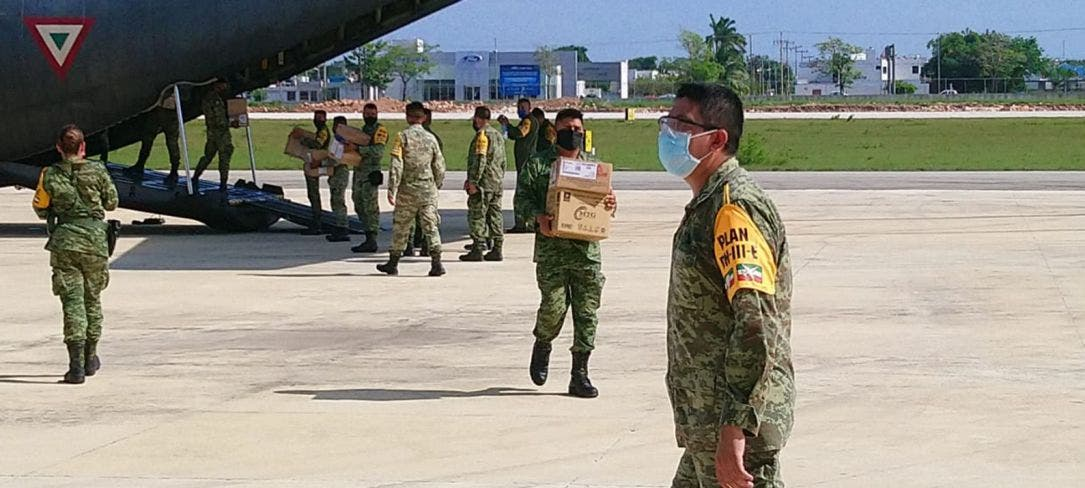 Llega cargamento de insumos médicos a Quintana Roo