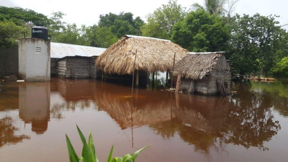 Continúan daños por inundaciones en comunidades