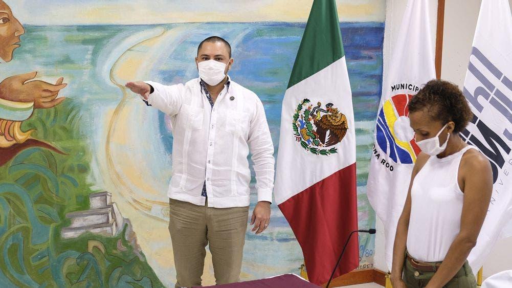 Mara Toma protesta a Issac Janix como secretario del ayuntamiento