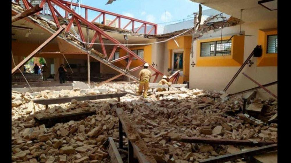 Se derrumba techo de una iglesia y deja 10 lesionado