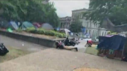 Se registra un tiroteo en mitin antirracista 'Black Live Matter' en EU; el saldo fue de un muerto y un herido en Louisville, en Kentucky.