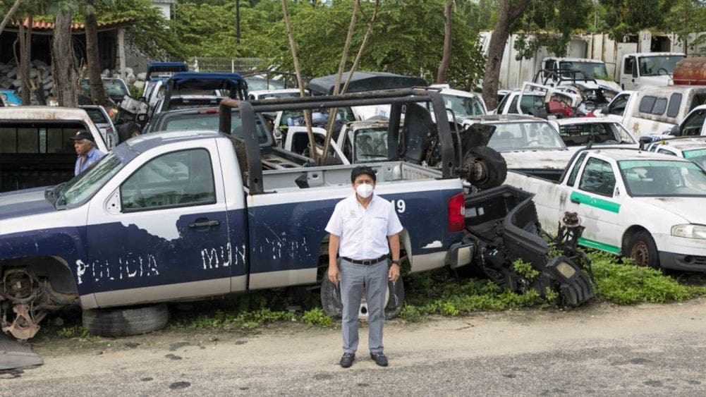 Retiran vehículos en desuso de la Dirección de Servicios Públicos Municipales