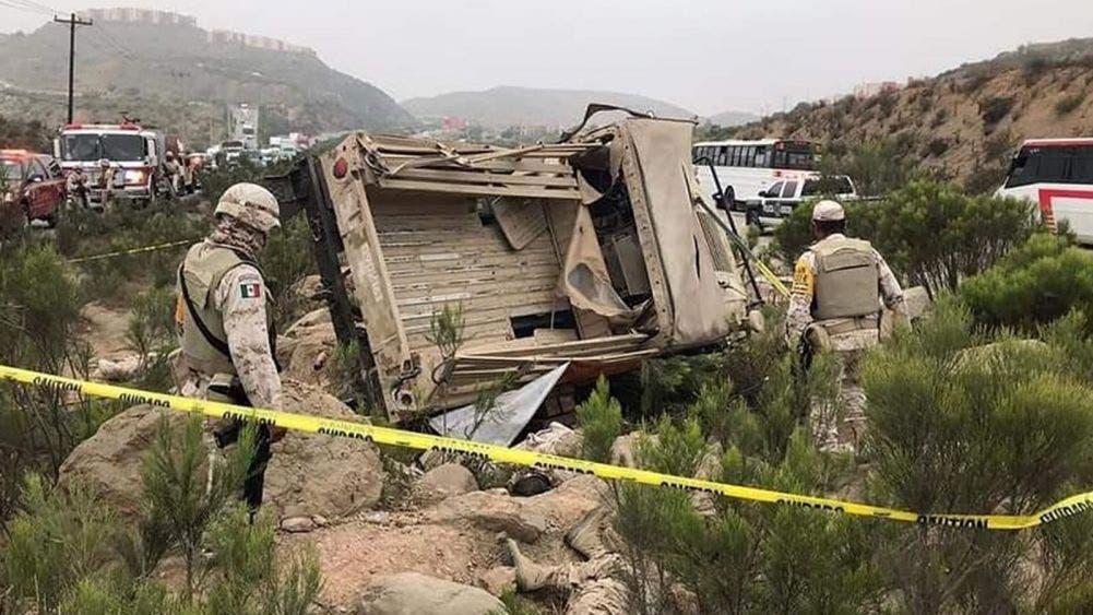 Volcadura provoca la muerte de seis soldados y cuatro lesionados