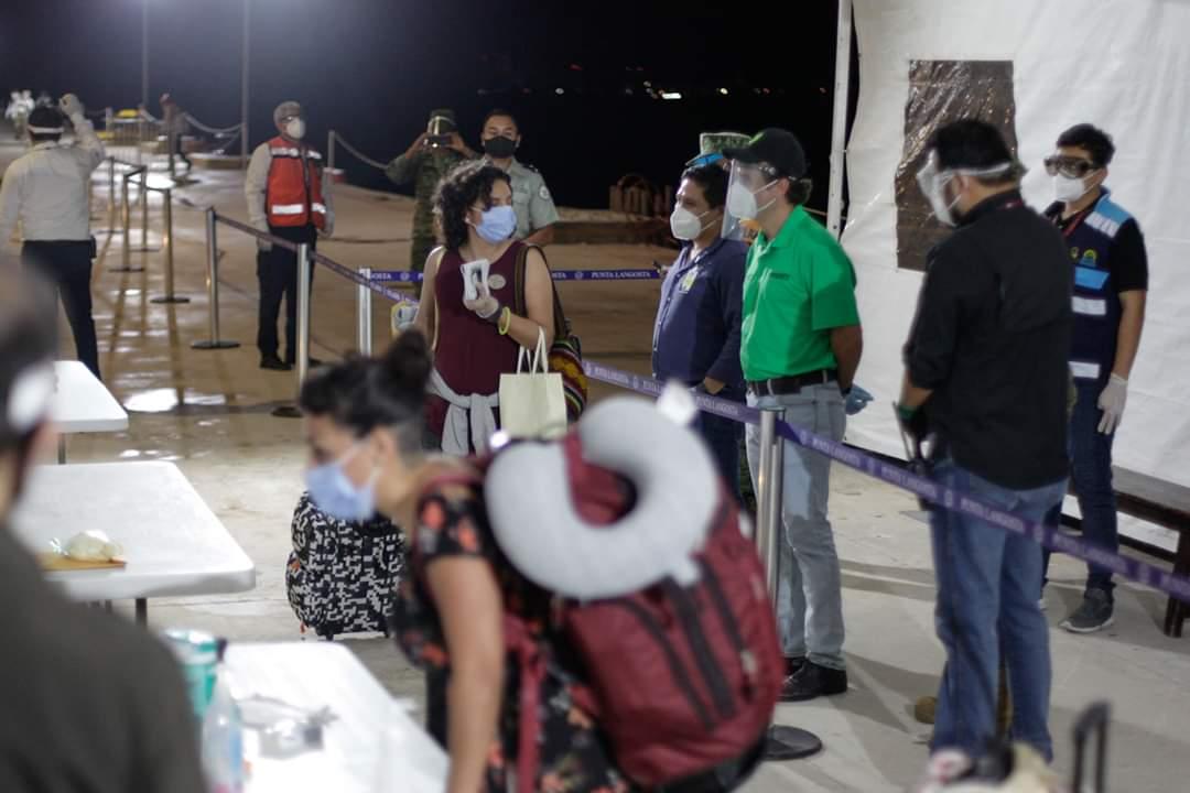 Dos cruceros llegan a Cozumel para repatriar connacionales; la isla se convierte en un puente humanitario para trabajadores.