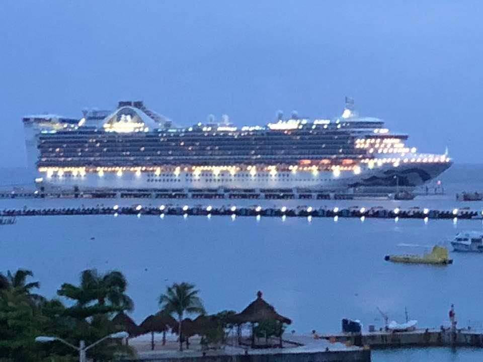 Dos cruceros llegan a Cozumel para repatriar connacionales.