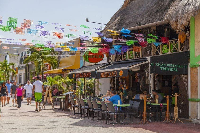 'Cocinan' restauranteros de Playa del Carmen su reapertura.