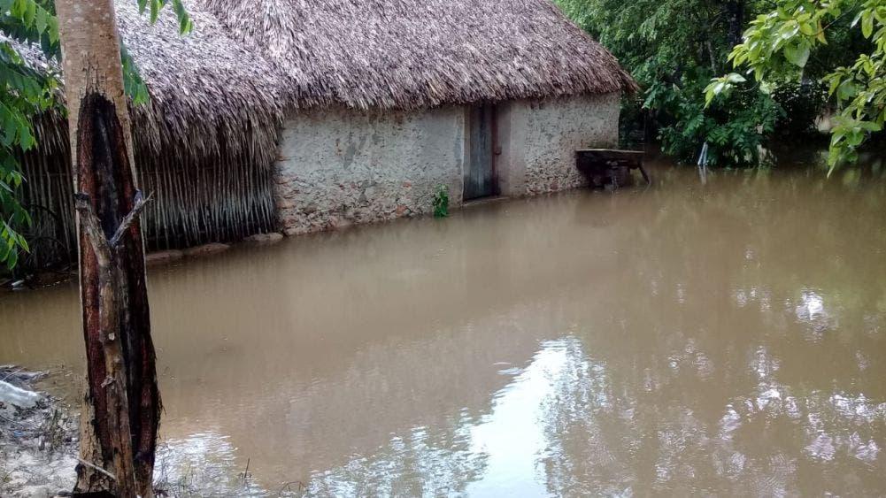 Continúan entre el agua familias de José María Morelos; damnificados solicitan el ayuda de las autoridades.