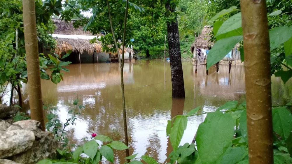 Continúan entre el agua familias de José María Morelos.
