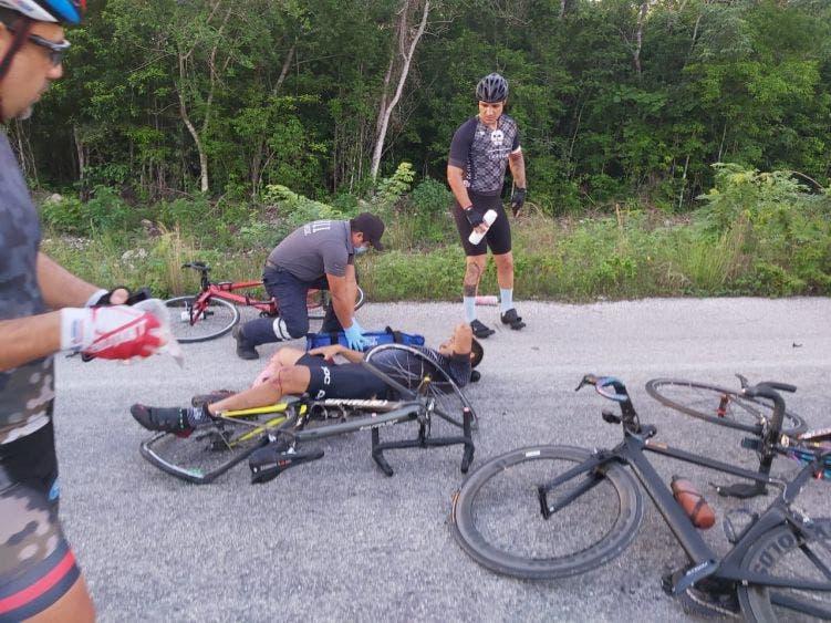 Fallece un ciclista en trágico accidente en la avenida Huayacán; pesado camión embiste a un grupo que realizaba una rodada.