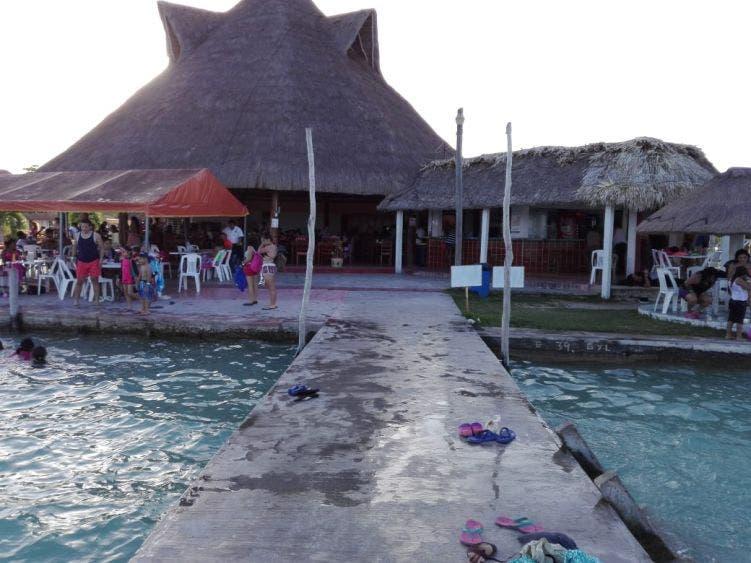 En Bacalar piden reactivar actividades en la Laguna de los Siete Colores; la decisión está en manos de autoridades marítimas y de la Comuna.