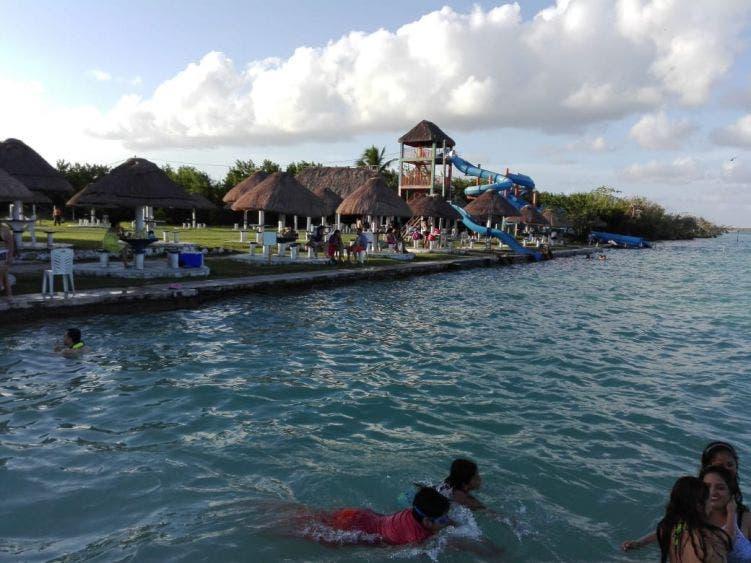 En Bacalar piden reactivar actividades en la Laguna de los Siete Colores.