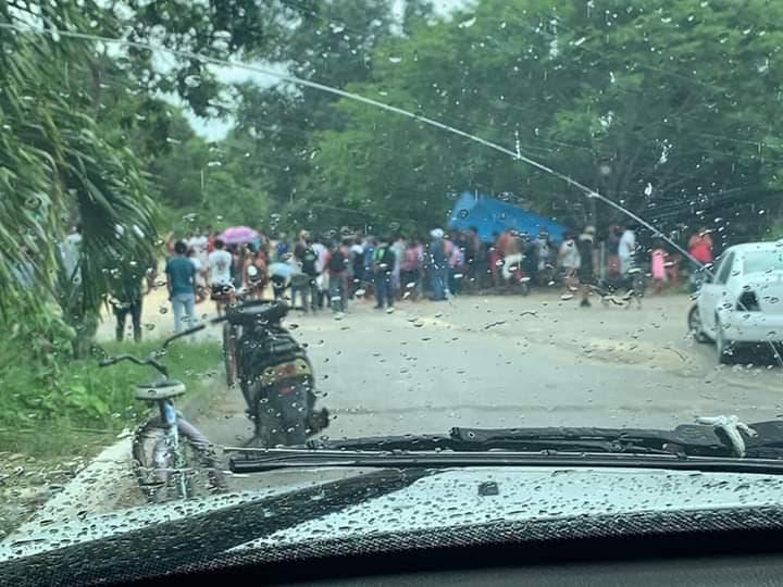 Pudientes de Playa y Cancún invaden terreno cerca de Akumal; llegan es ostentosos vehículos y dicen no tener dónde vivir.