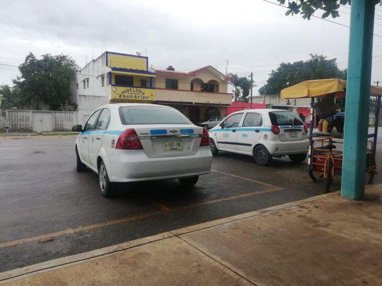 Se da poco a poco la reactivación económica en Nuevo X-Can; es escasa la demanda del servicio de taxis ante el temor al Covid.