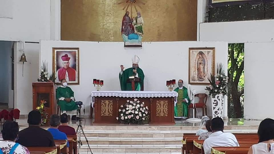 Obispo pide honrar a nuestros padres y reconoce la gran responsabilidad de serlo.