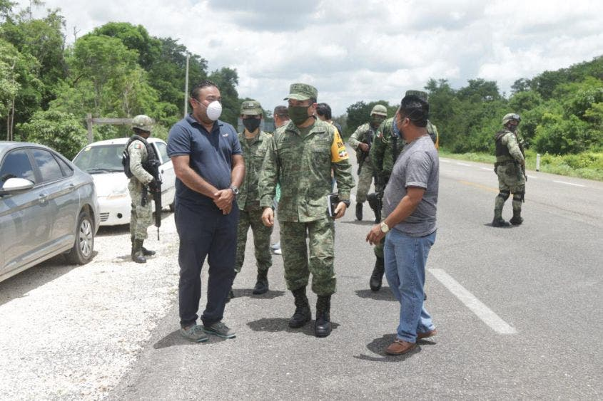 Oficializan entrega de predio a la Guardia Nacional en Felipe Carrillo Puerto; asistieron funcionarios del Ayuntamiento y de la GN.