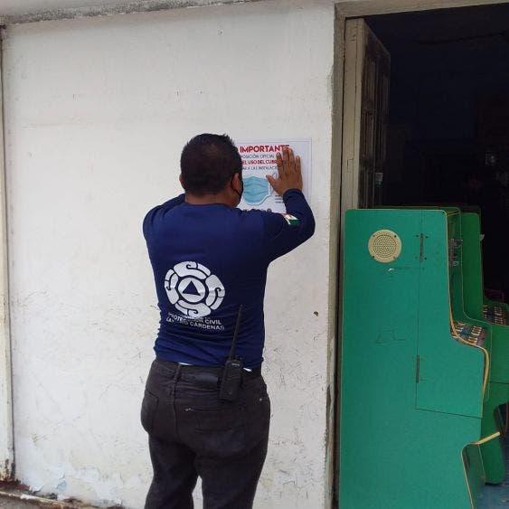 Suspenden tienda por no cumplir con medidas sanitarias; entregan notificaciones en Kantunilkín en los establecimientos.