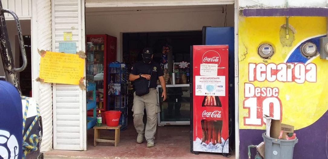 En Lázaro Cárdenas Suspenden tienda por no cumplir con medidas sanitarias.