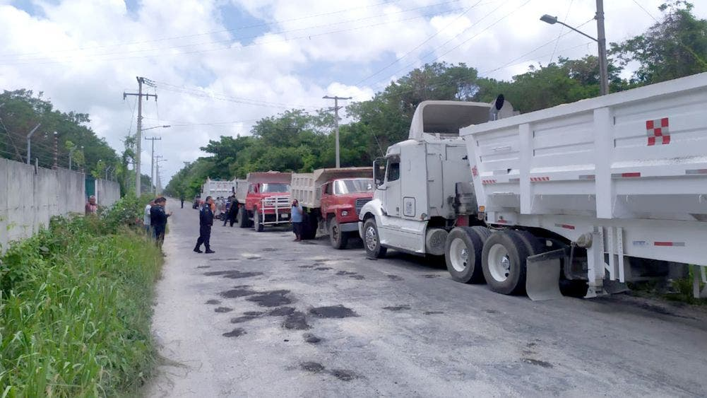 Volqueteros de Cozumel impiden laborar a similares de Cancún