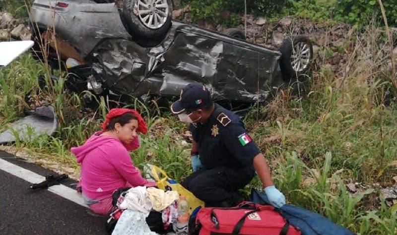 Doctora pierde el control del volante y vuelca en la vía Sucilá-Panabá