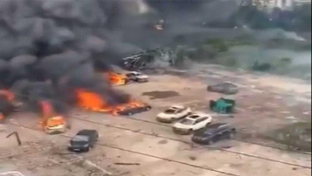 En China fallecen 19 personas por la explosión de una pipa con gas.