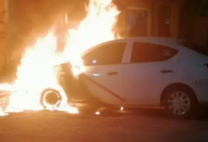 Reportan extraño incendio de un taxi en Kanasín
